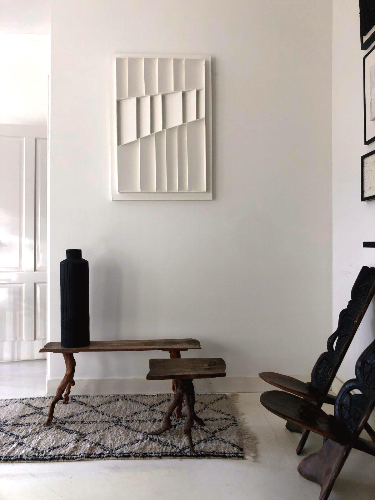 White Vertical L interior