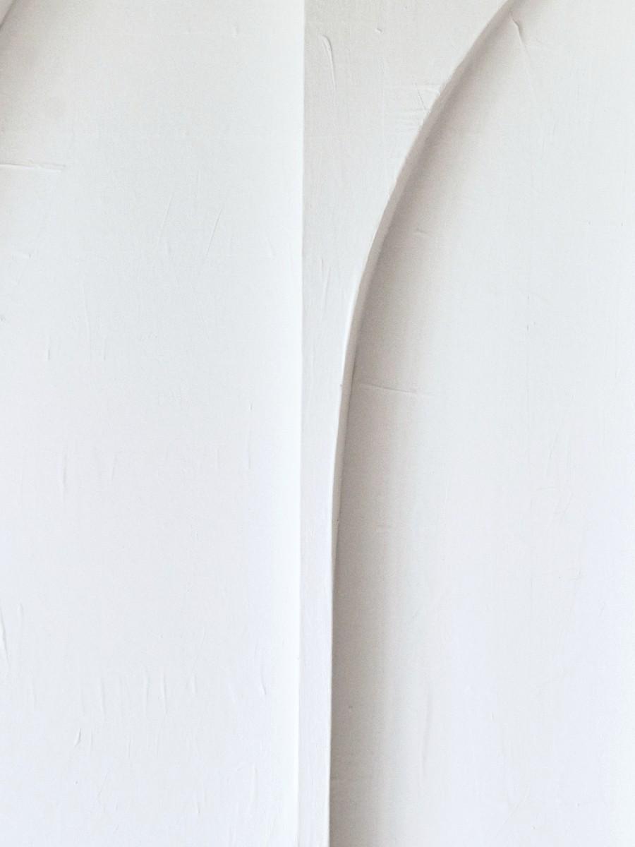 Art in Return White giant leaves detail